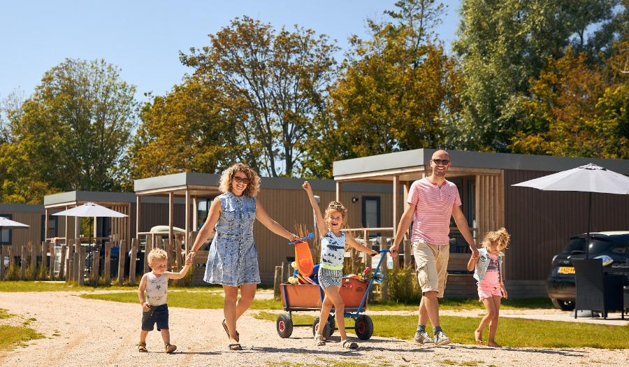 Gratis vakantie voor 100 gezinnen die leven op bijstandsniveau